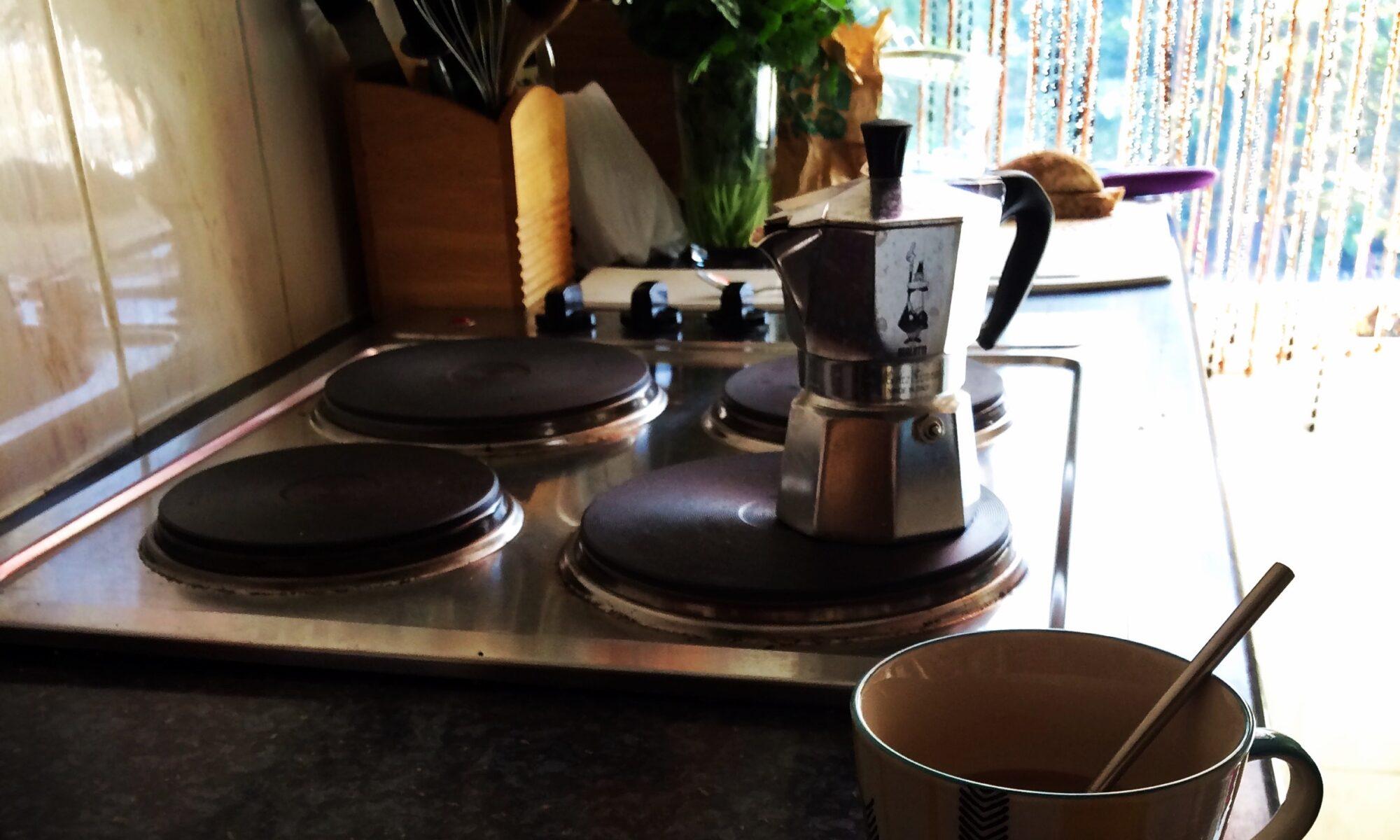 Herd mit einer italienischen Kaffeekanne